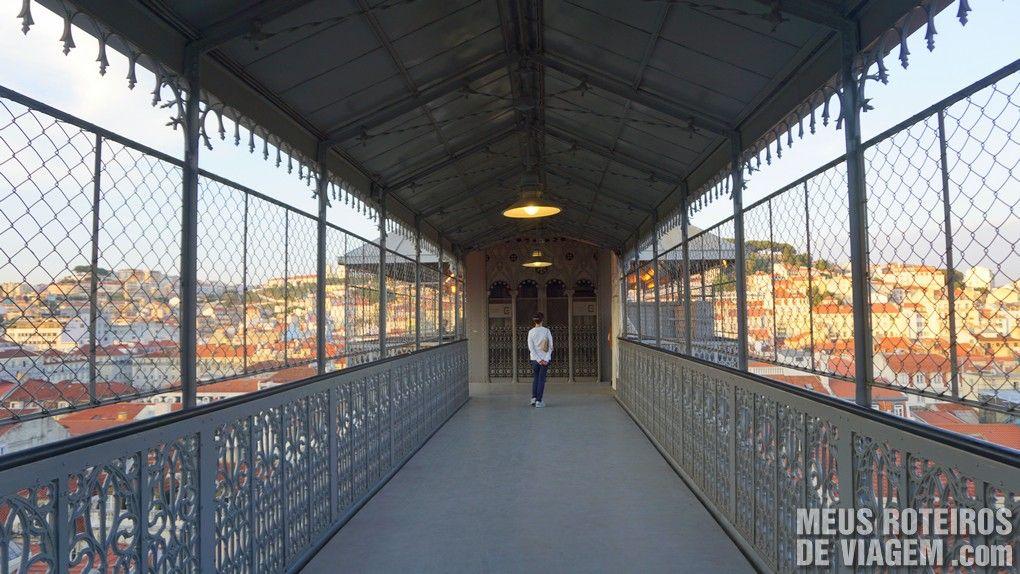 Passarela de acesso ao Elevador de Santa Justa na estação superior - Lisboa