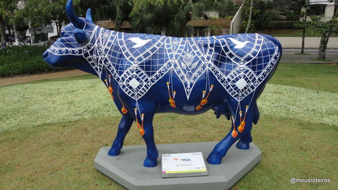 """Vaca """"Cowtura da Ilha"""" na Exposição Cow Parade SC 2011"""
