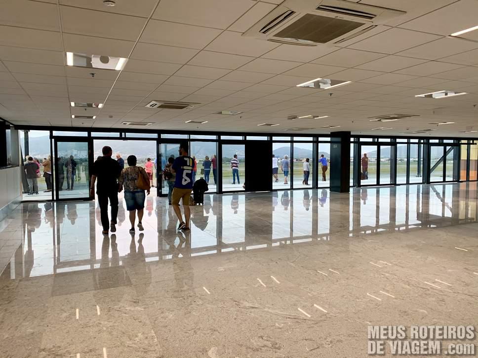 Acessoa o terraço panorâmico do Aeroporto de Floripa
