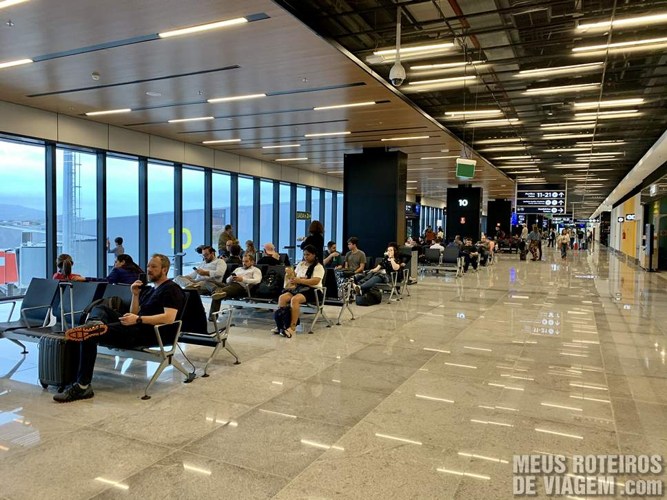 Sala de embarque no Aeroporto de Floripa