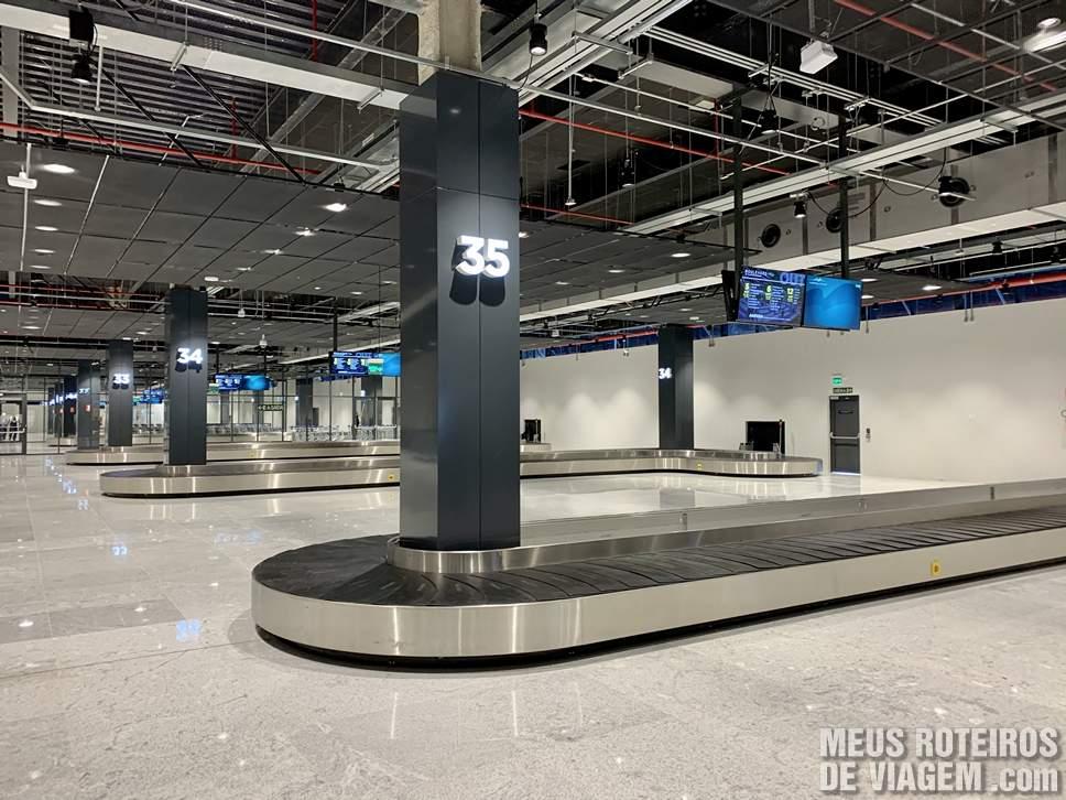 Esteiras de bagagem no Floripa Airport