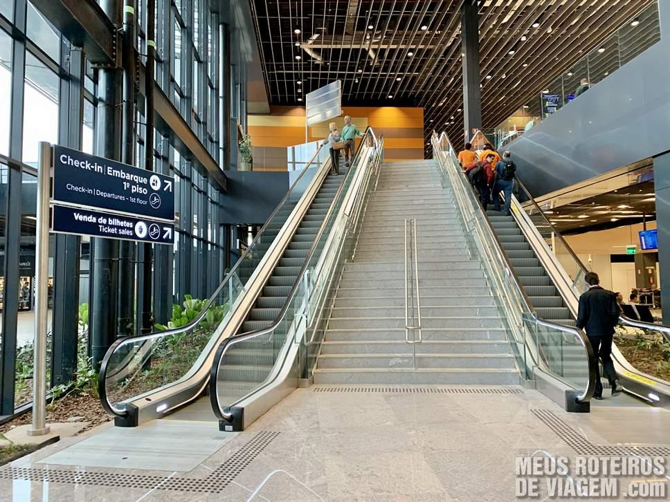 Escadas rolantes no Floripa Airport