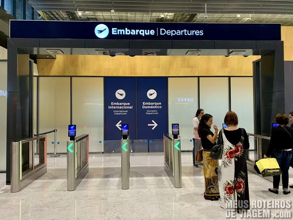 Catracas eletrônicas de acesso ao embarque do Floripa Airport
