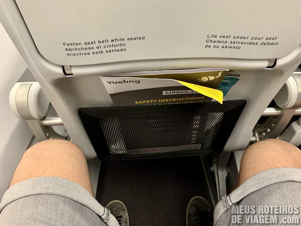 Espaço entre os assentos na Vueling Airlines