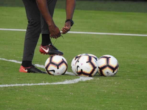 Bola que será utilizada na Copa Sul-Americana, da Nike, foi usada pelos jogadores do Corinthians