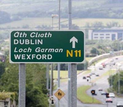 Resultado de imagen de señales de tráfico en Irlanda