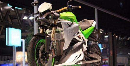 La firma italiana Energica ha empezado a realizar las primeras pruebas de su nueva moto eléctrica, denominada EVA y luce espectacular.