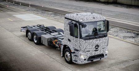 camión eléctrico urbano Mercedes golpe duro para Tesla