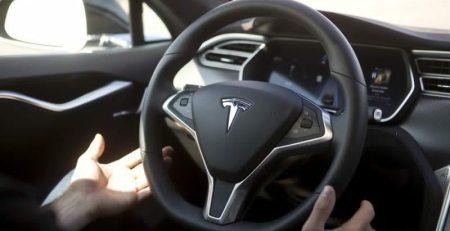 Tesla aumenta costo del piloto automático en evento del P100D