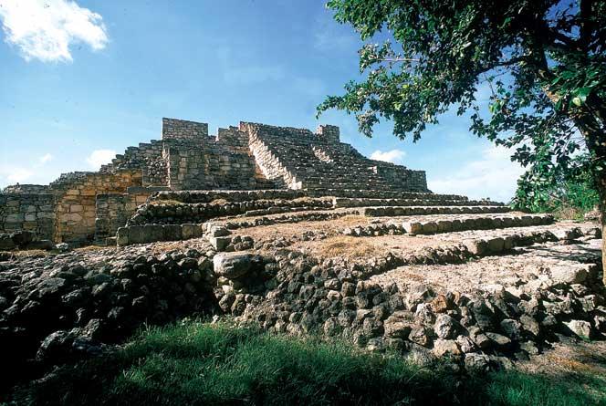 Zona arqueológica de Acancéh