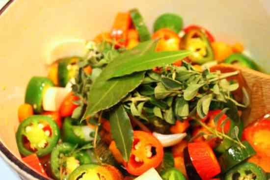 cocina revolviendo frecuentemente, chiles jalapeños en vinagre.
