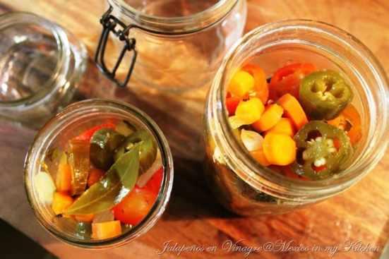 Cómo hacer Chiles jalapeños en vinagre o escabeche