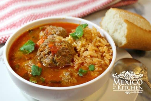Receta de clásica sopa de albóndigas, simplemente riquísima!