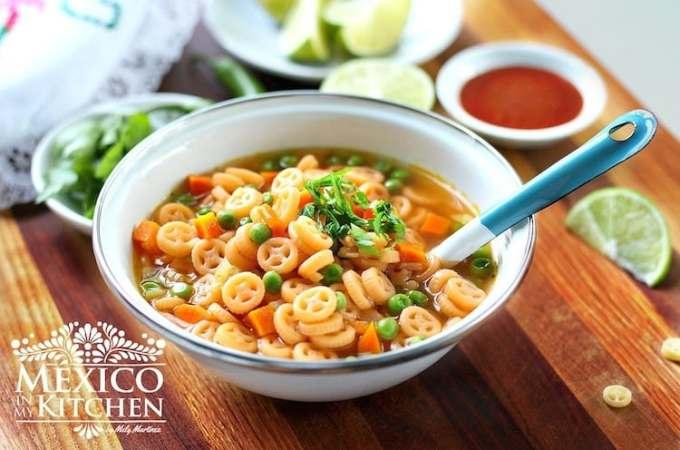 Sopa de pasta fácil con verduras