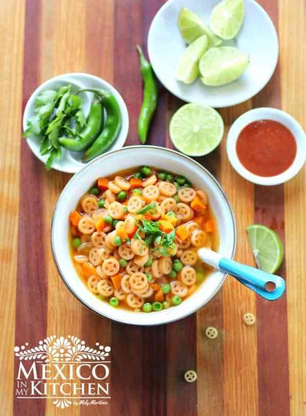 Sopa de pasta fácil con verduras receta