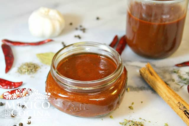 Receta de salsa de adobo para varios usos.