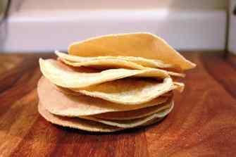 Pastel azteca de Mole, deliciosas tortillas