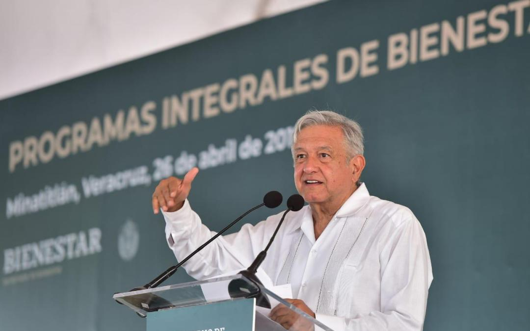 Habrá justicia, compromete AMLO  a deudos de fallecidos en Minatitlán