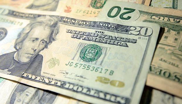 Dólar cierra en 19.36 pesos en bancos