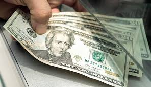 Bancos venden dólar hasta en 19.55 pesos