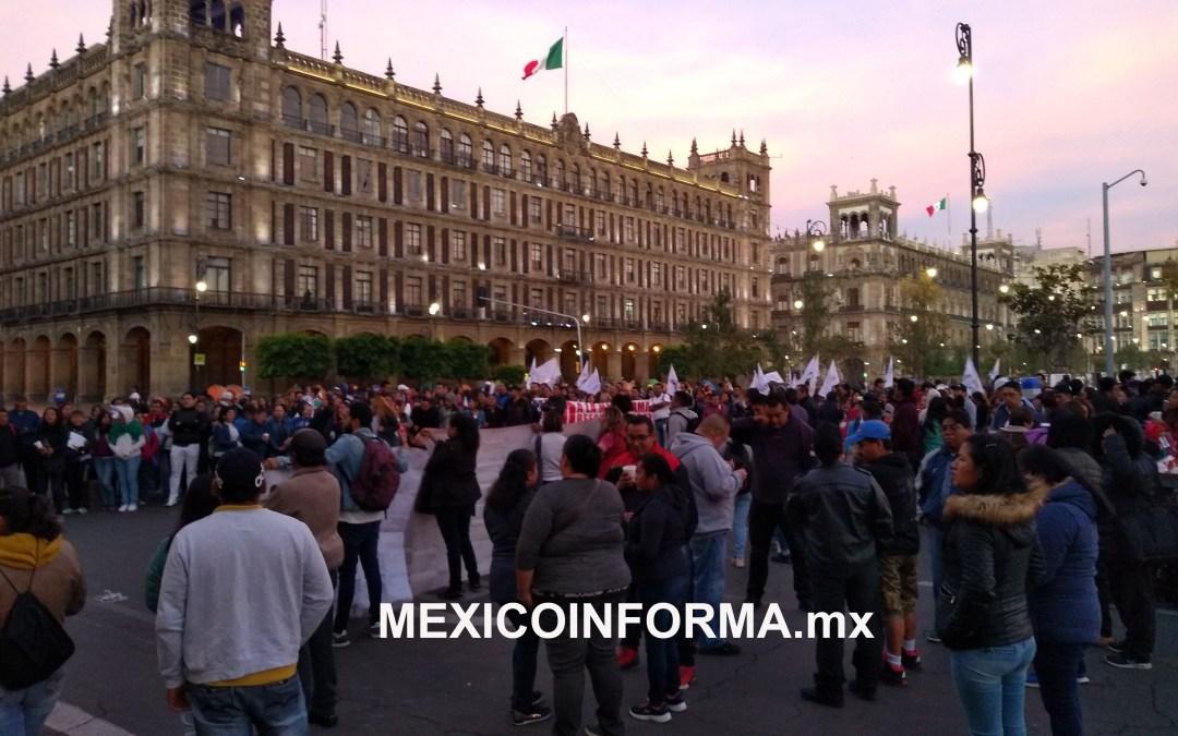 Inicia semana con plantones  frente a Palacio Nacional