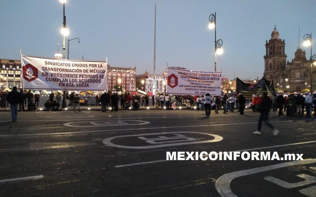 Camioneros del Aeropuerto Santa Lucía exigen su pago