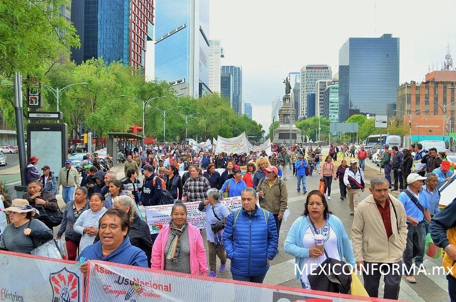 Protesta SME afuera de Gobernación