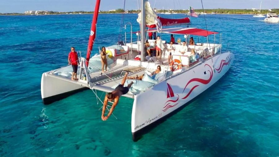 Catamaran Voyager 53 luxury tour