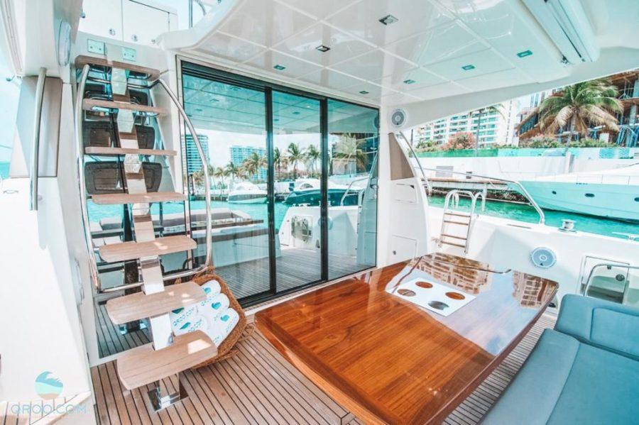 awesome yacht Prestige