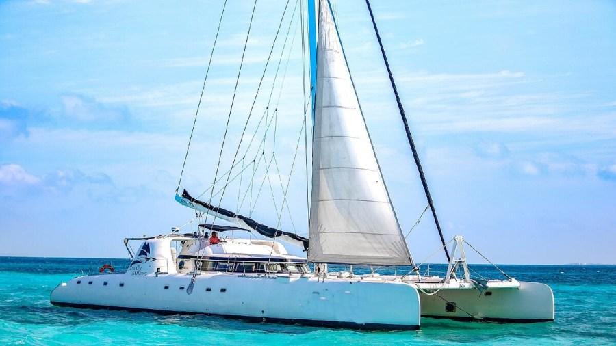 Amazing - Isla Mujeres Catamaran Tour - Cancun Sailing