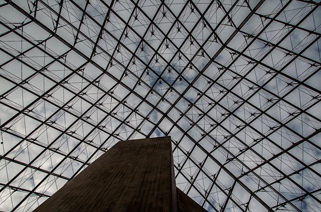 Coupole du Musée du Louvre @museelouvre @coupole @saintgobaingroup @saintgobainglass @parisjetaime @paris_tourisme