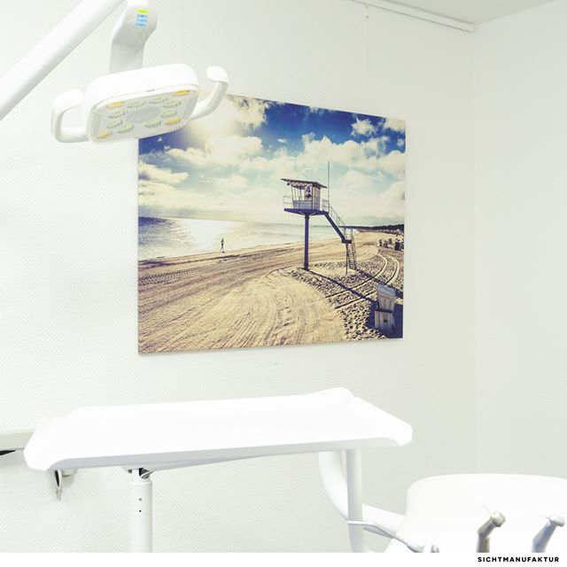 So ist's beim Zahnarzt einfach entspannter: Fine Doctor's Office Artwork – realized at Tino Podhraskis dentist office, Wiesbaden by sichtmanufaktur.de @sichtmanufaktur