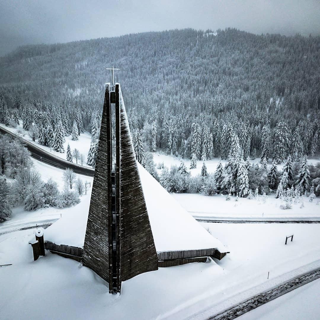 Feldbergkapelle @skigebiet_feldberg @feldberger_hof @blackforestgraphers @visitblackforest @droneoftheday