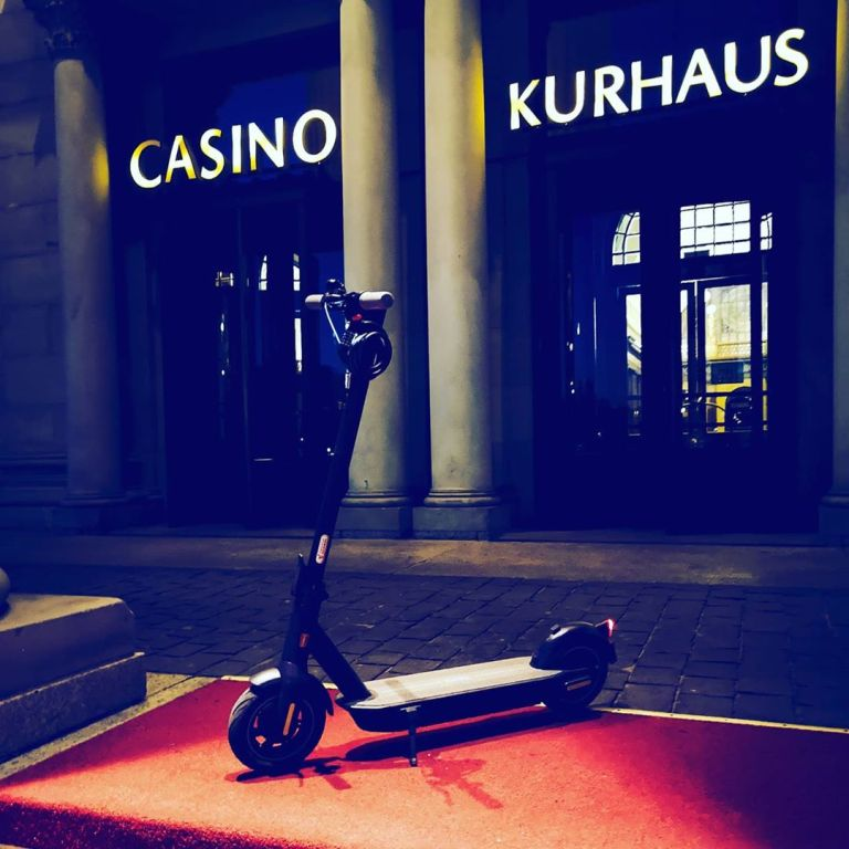Segway Ninebot Max G30D in front of the Wiesbaden Kurhaus.@mhdistra and my new favourite to discover the city @wiesbaden.deinestadt @heimat.wiesbaden