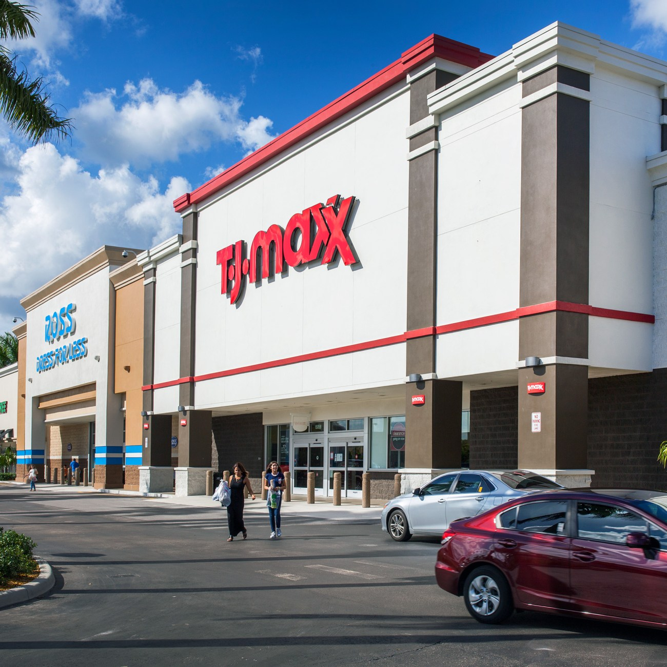 Cushman & Wakefield Negotiates $163M Sale of Westfork Plaza and Paraiso Parc Retail Centers