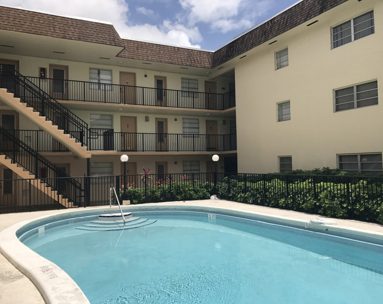 Cushman & Wakefield Negotiates $7.1M Sale of Holly House Apartments in North Miami