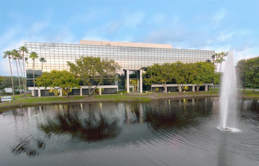 Lakeside Plaza