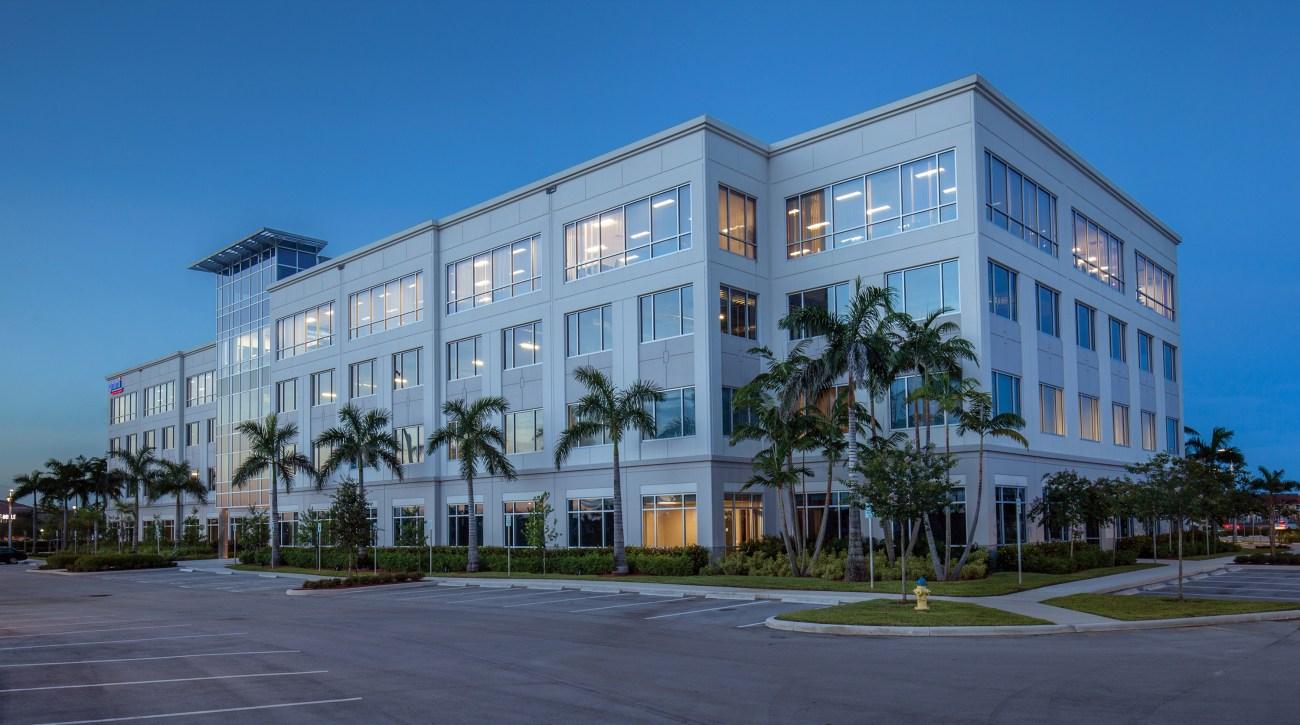 Cushman & Wakefield Negotiates Sale of Pembroke Pointe 880