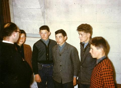 Archives anciens élèves mfr puy-sec 1960 Jeunes attentifs