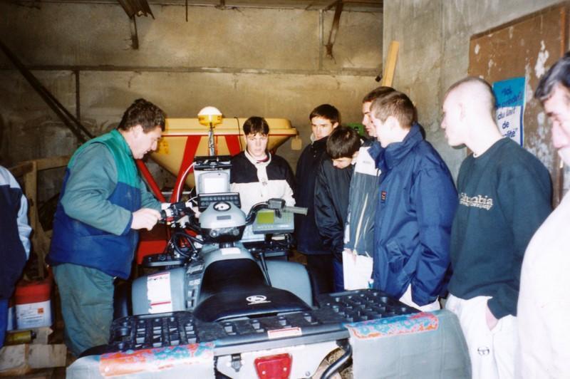 Archives anciens élèves mfr puy-sec 2000 Visite ferme 3