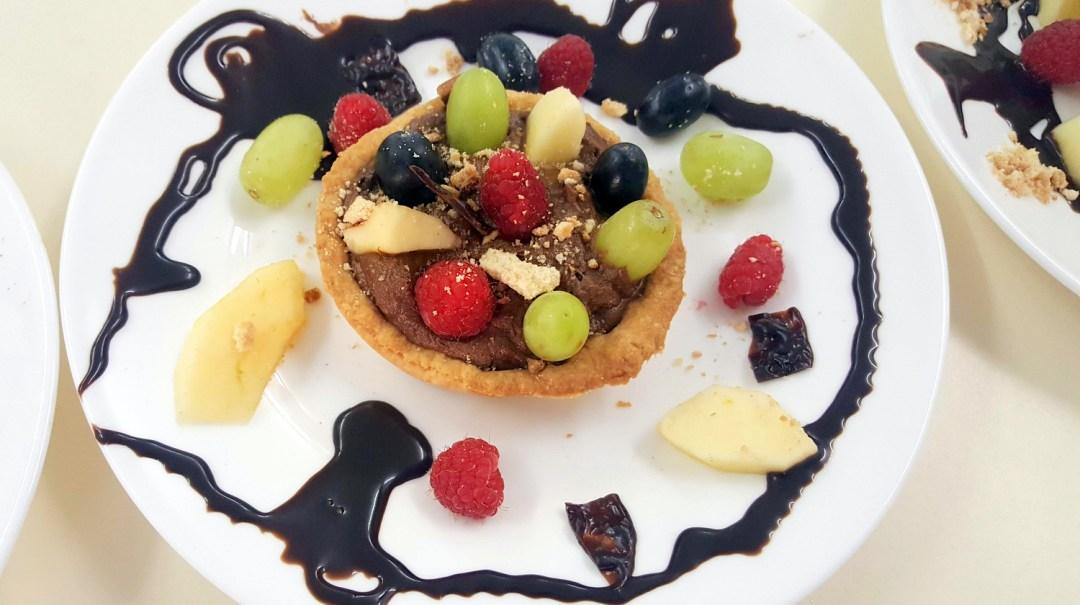tarte au chocolat et sa farandole de fruits