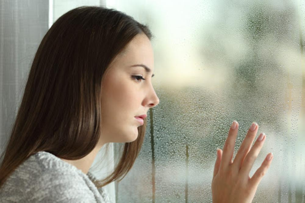 حزن مؤقت أم علامة على الاكتئاب