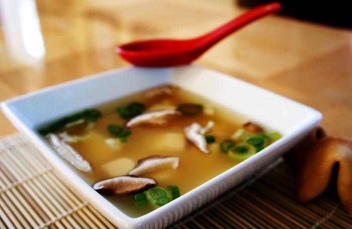 حساء ميسو والموز بالكراميل