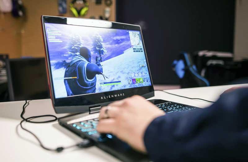 ماهي عيوب الكمبيوتر المحمول الجديد من Alienware m15