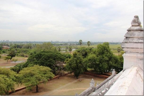 2012_08_11 Wat Phu Khao Thong (9)