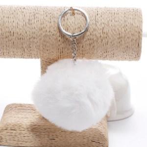 Pörröinen avaimenperä pallo (Valkoinen)