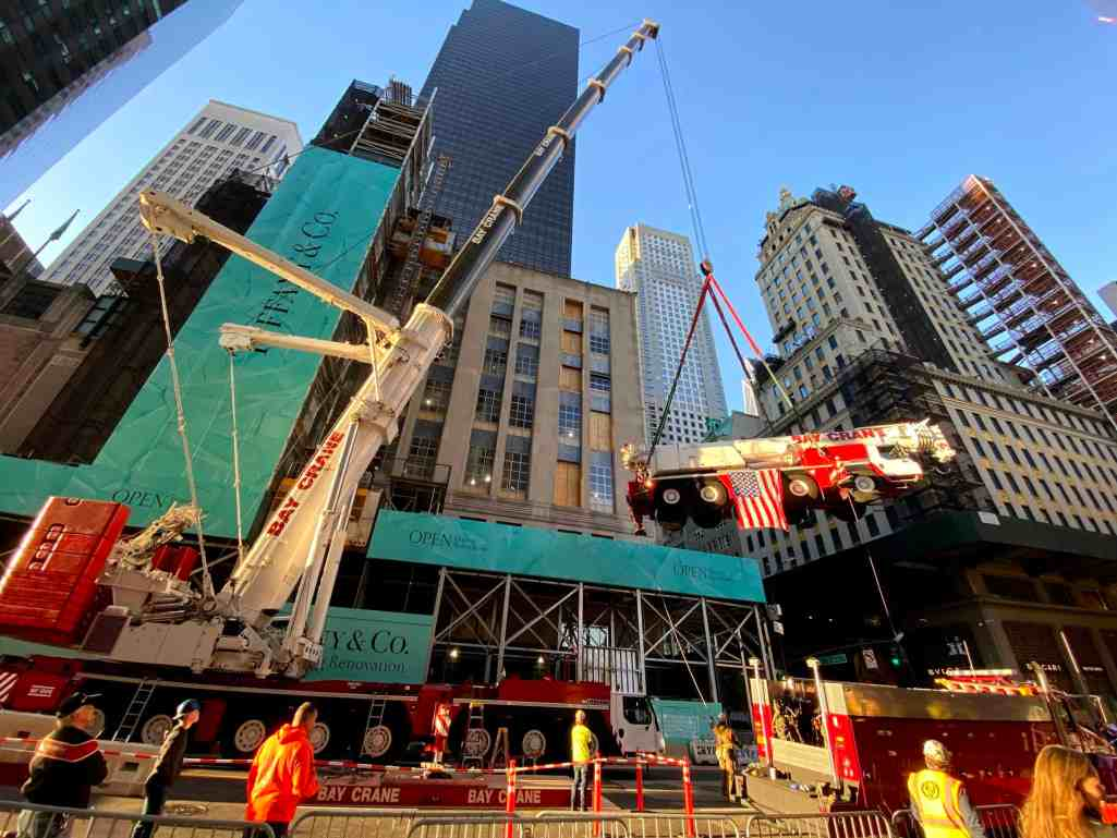 Construction Crane 'flies' over NYC street to land atop Tiffany & Co.