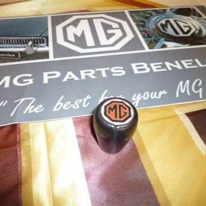 Bouton de poker en cuir avec logo MG