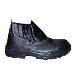 Calçado de segurança Marluvas do tipo botina com bico.