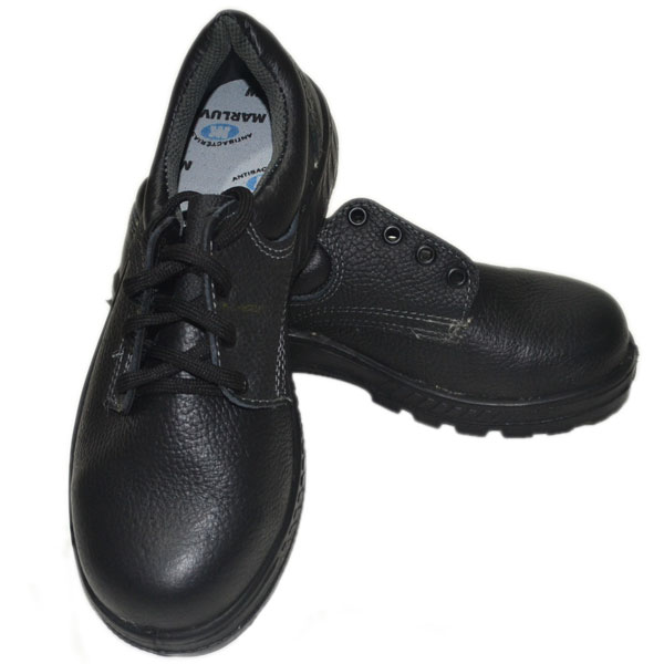 4b5d16728071b Sapato Marluvas com bico para segurança extra dos pés. Fechamento em  cadarço.